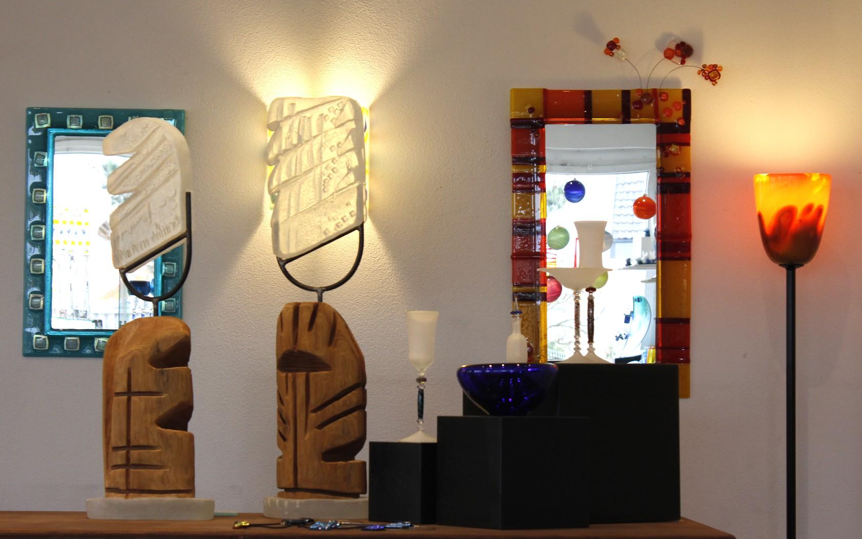 Spiegel, Lampen und Objekte